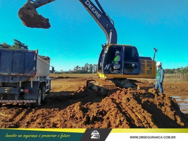 Escavadeira NR 11 e NR 12